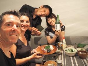 Une bonne soirée entre amis, sushis et saké à volonté !