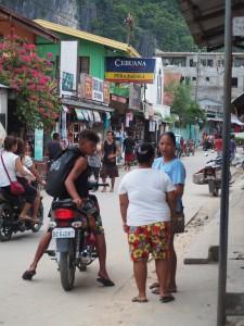 Encore une ambiance de village philippin ici.